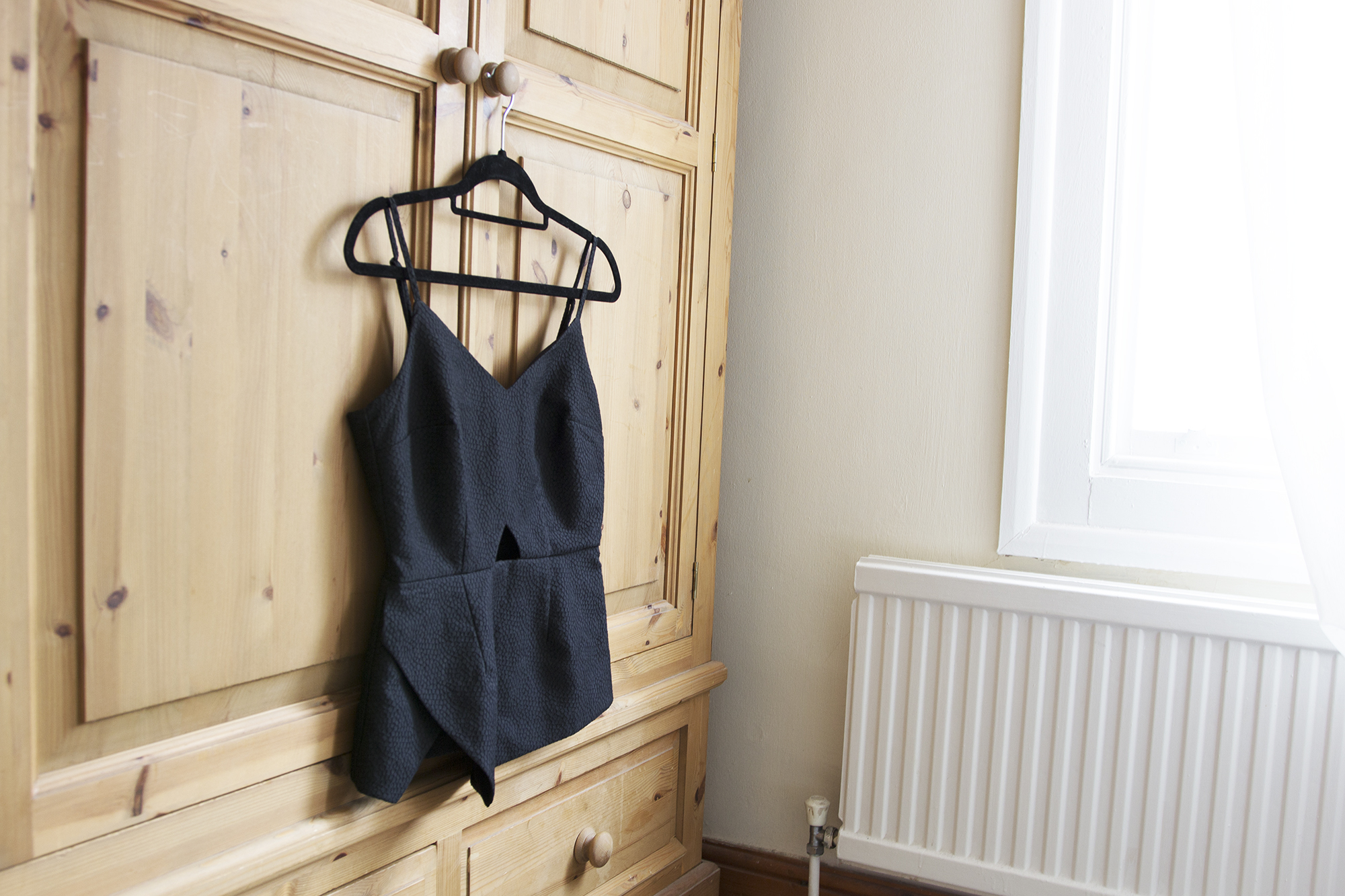 Why you should create a minimalist wardrobe her couture life for Why minimalism